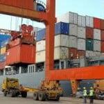 Exporturile şi importurile, în creştere în primele 4 luni ale anului