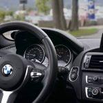 Riscurile conectării la bordul unei maşini închiriate