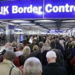 Aproape jumătate dintre românii din Marea Britanie vor să părăsească ţara după Brexit