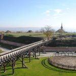 Ce destinaţii turistice aleg românii în luna iubirii?
